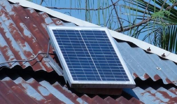 ,,Eén (1) zonnepaneel is precies genoeg om aan de normen te voldoen. Het schaampaneel dus.''