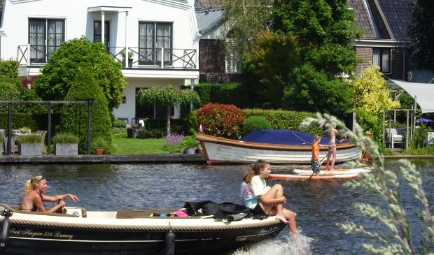 Drukte op de Amstel in Ouderkerk.