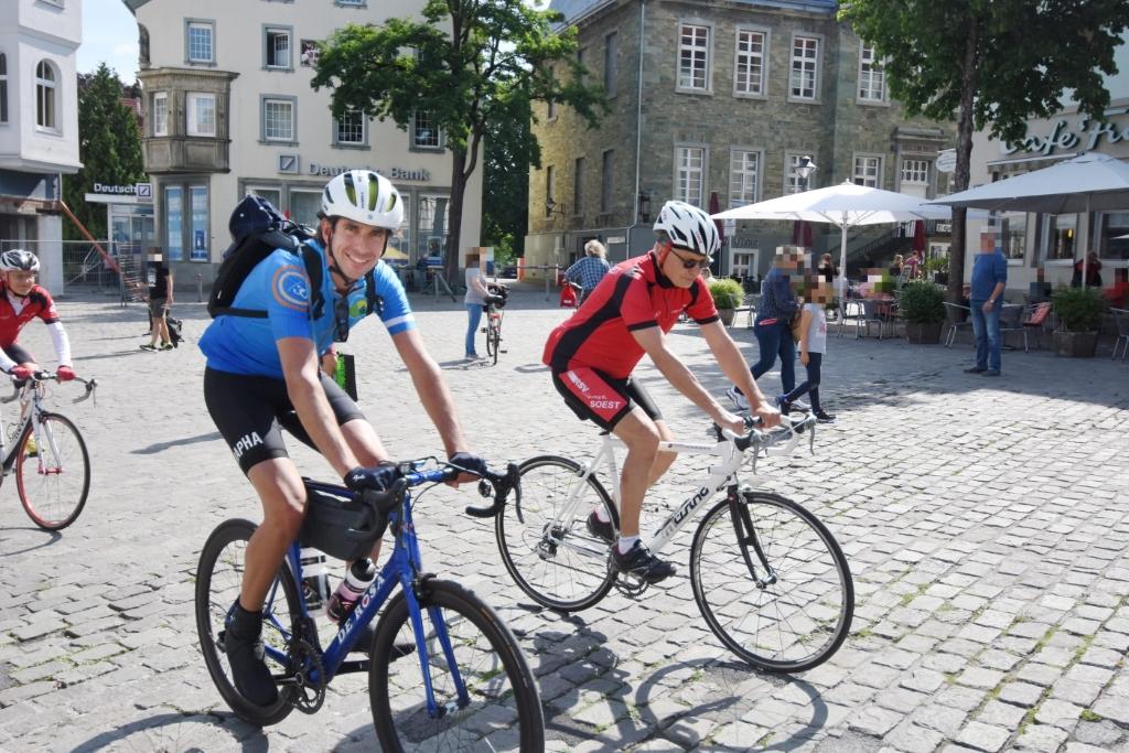 En na een korte pauze weer - de eerste dertig kilometer begeleid door Duitse toerrijders - op weg terug naar Soest Nederland. Frank Zöllner © BDU media