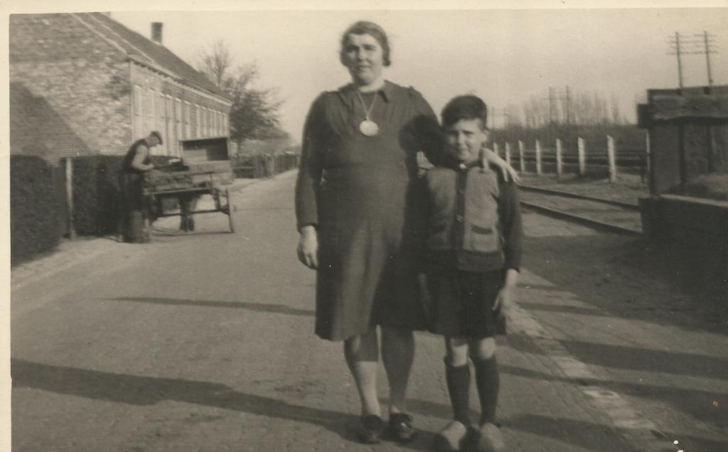 Moeder Christiana Beeke en haar zoon Gerard. Eigen foto © BDU media