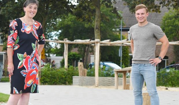 Schooldirecteur Erna Luiten en voetballer Alwin van Domselaar namen deze keer plaats in 't Veense Hart.