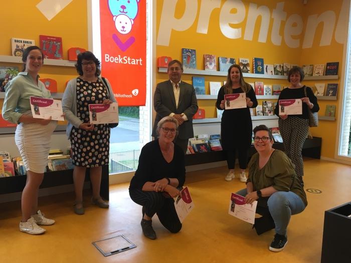 Wethouder Van Deelen met de Voorleescoördinatoren BoekStart