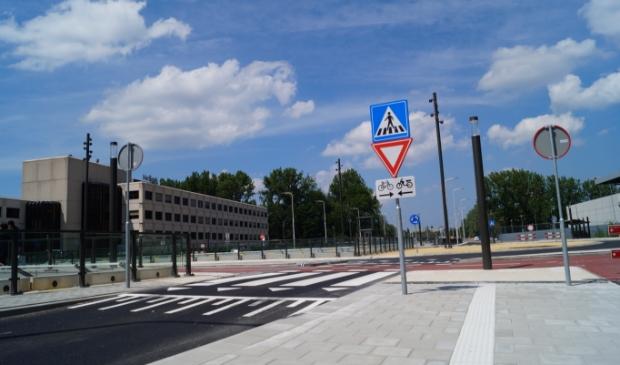 <p>De rotonde bij Zonnestein. Het fietspad is inmiddels al aangepast naar eenrichtingsverkeer.</p>
