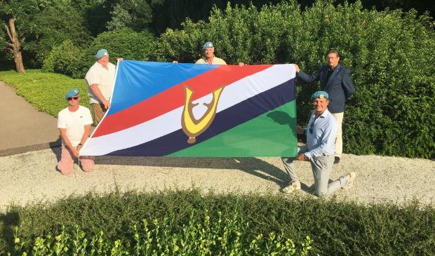 Veteranen Rob de Koning, Leo Barlag, Rinco van der Baan, Stichting voorzitter Frank Kuyper en veteraan John Barlag.