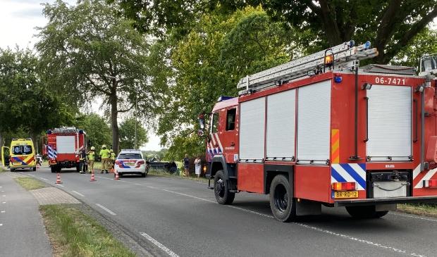 Op de Voorhuizerstraat in Putten is door nog onbekende oorzaak een auto uit de bocht gevlogen.