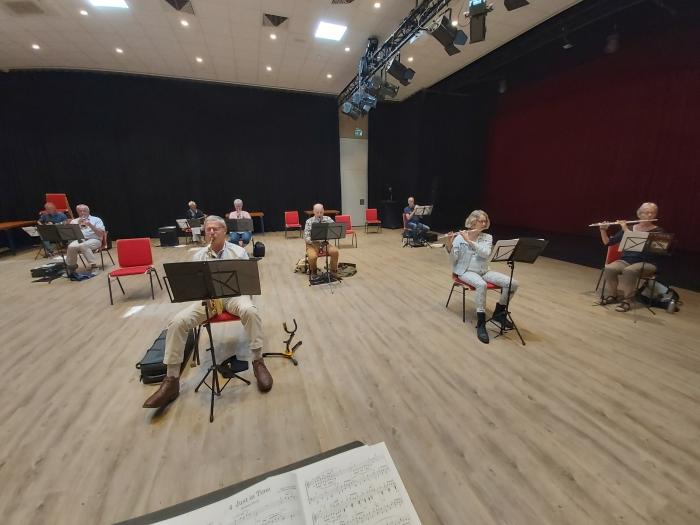 Bigband repetitie coronaproof Henk van den Berg © BDU media