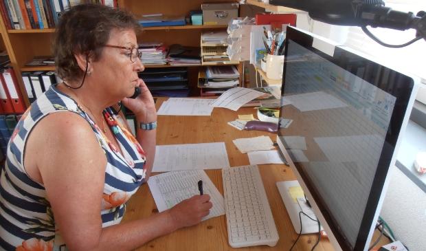 Belvrijwilliger Annemiek Schwiebbe in actie