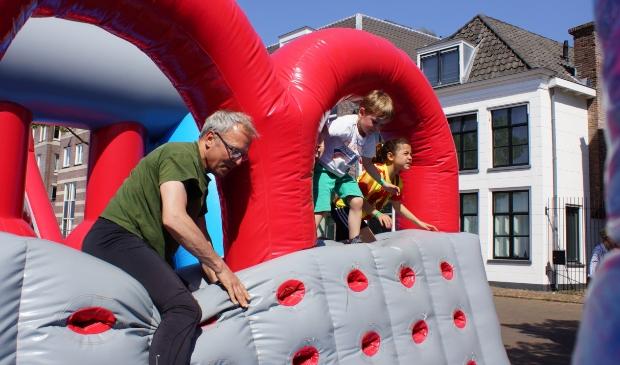 De run over gigantische opblaasobstakels dwars door de Amersfoortse binnenstad is een sportief evenement voor vrienden en families.