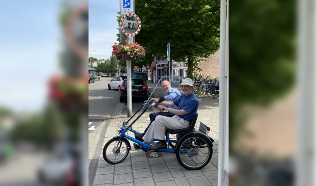 Herman van de Stadt  en Johan van Buren maken een proefrit.