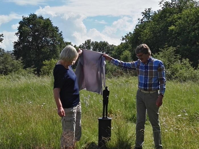 Onthulling beeld van Ger Londo door Phine Dalmeijer en Jan van Leuven
