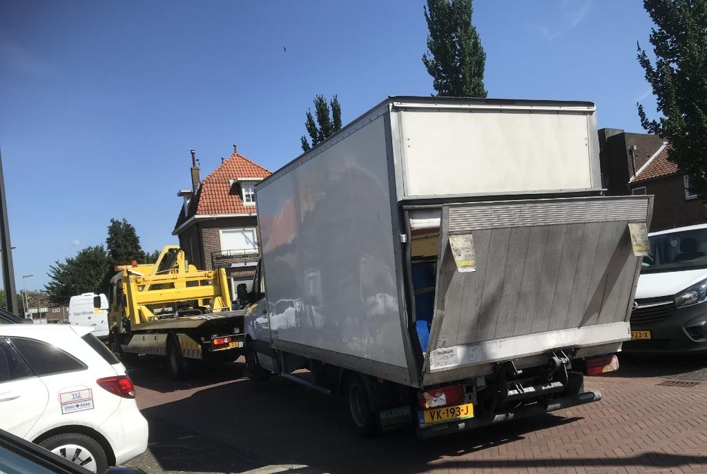 Het busje met drugsafval werd afgevoerd naar Oosterhout Hannie Visser-Kieboom © BDU Media