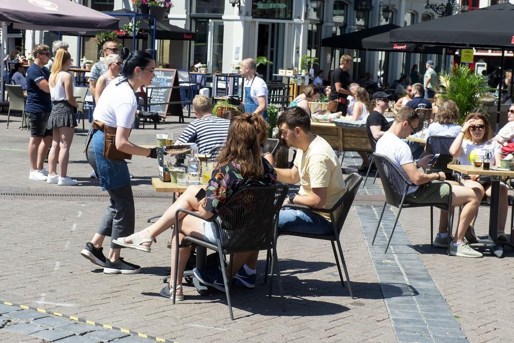 Terrassen weer open Foto Rinus van Denderen © BDU media