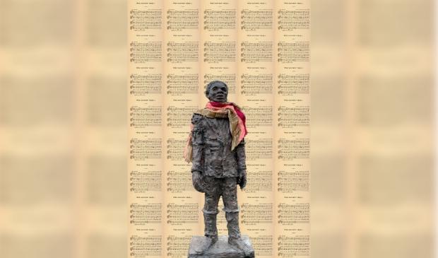 Standbeeld Collage met standbeeld Elieser met liedtekst op de achtergrond