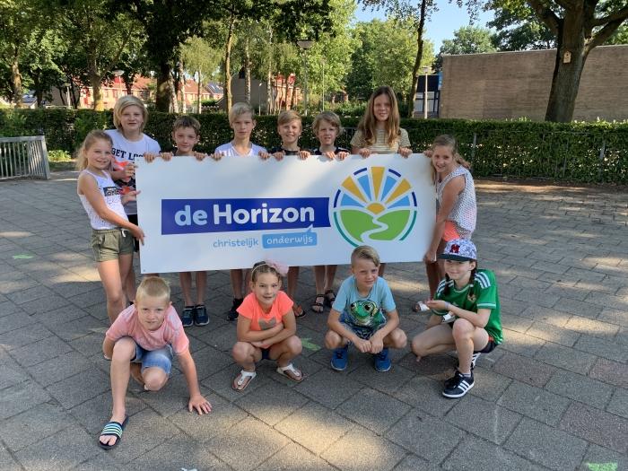De leerlingenraad van De Horizon met het nieuwe logo PR De Horizon © BDU media