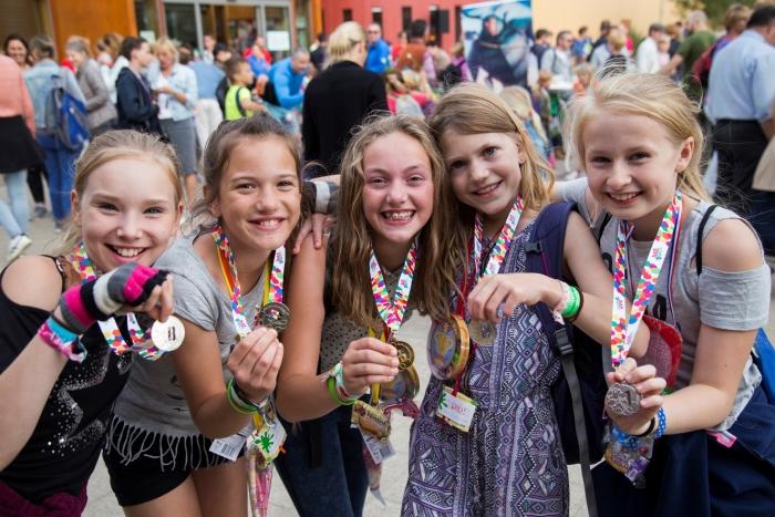 Kinderen met een medaille