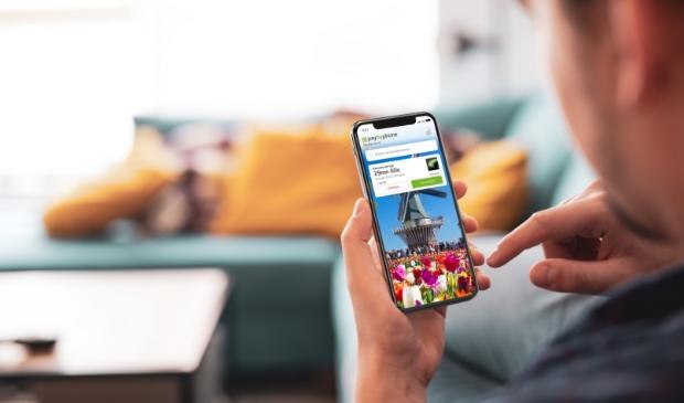 <p>Mobiele telefoon met PayByPhone parkeerapp op scherm</p>