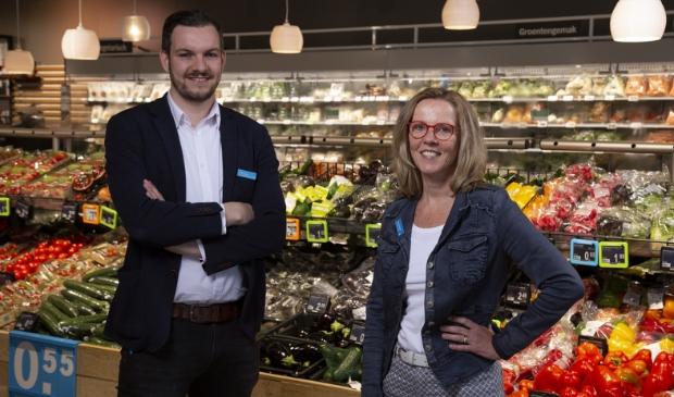 Supermarktmanager Margreet Hordijk en assistent manager Niels Linder