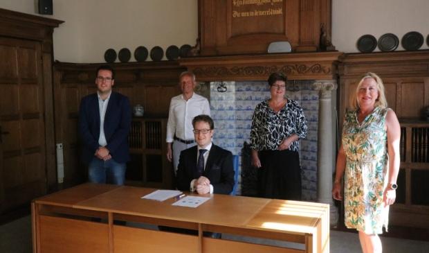 De fractievoorzitters tekenen het  akkoord