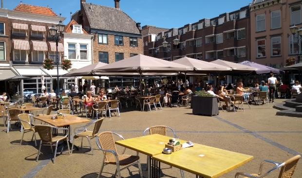 <p>Net als vorige zomer is er meer ruimte voor de terrassen in de binnenstad</p>