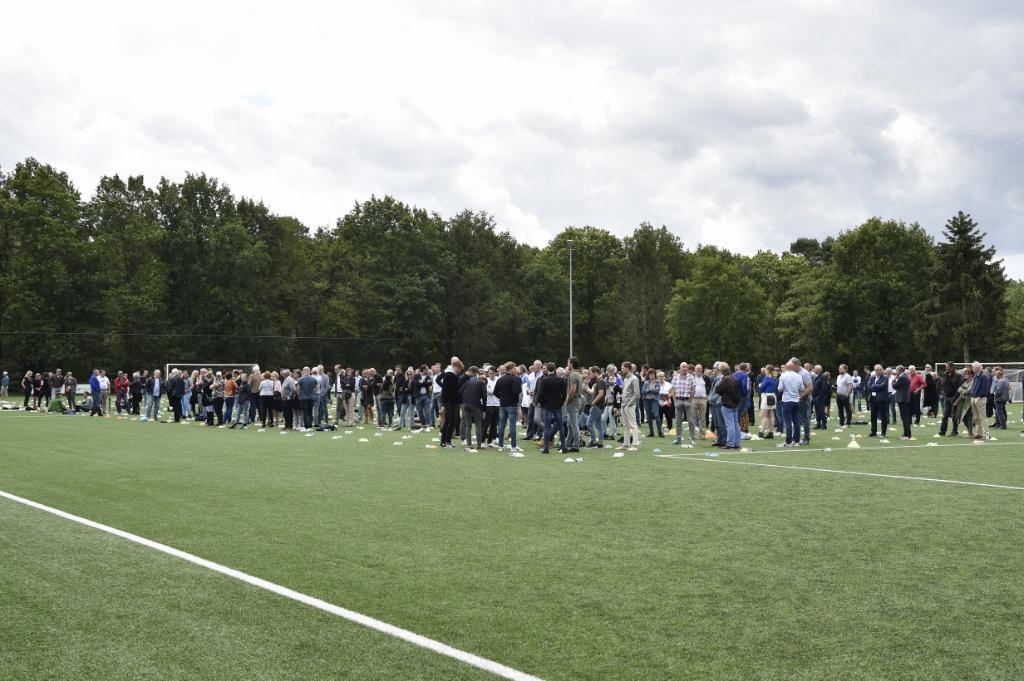 Achthonderd mensen woonden de ceremonie bij SO Soest bij, nog eens zevenhonderd volgden die thuis of elders via een livestream. Jaap van den Broek               © BDU media
