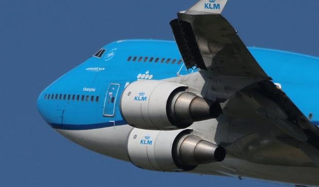 De KLM-vloot wordt ook ingekrompen. Reeds uitgefaseerde passagiers-Boeing 747's vervoeren nog wel tijdelijk vracht.