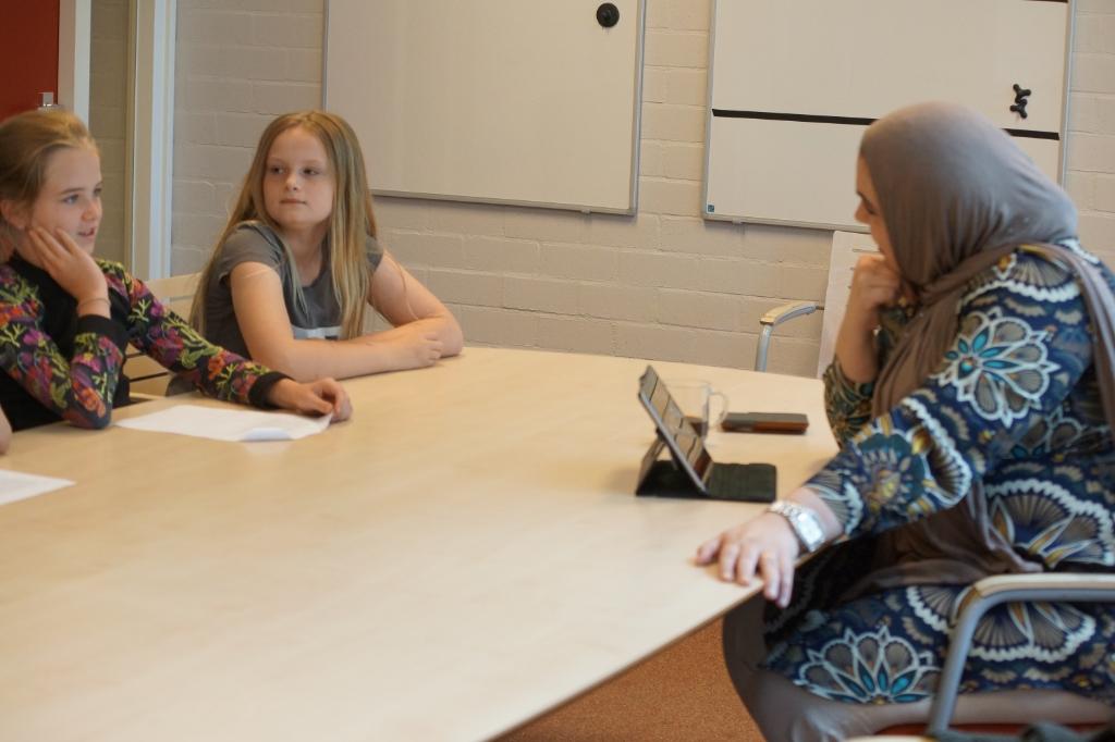 De leerlingen hadden zich goed voorbereid op de ontmoeting met de wethouder. Maranke Pater © BDU Media