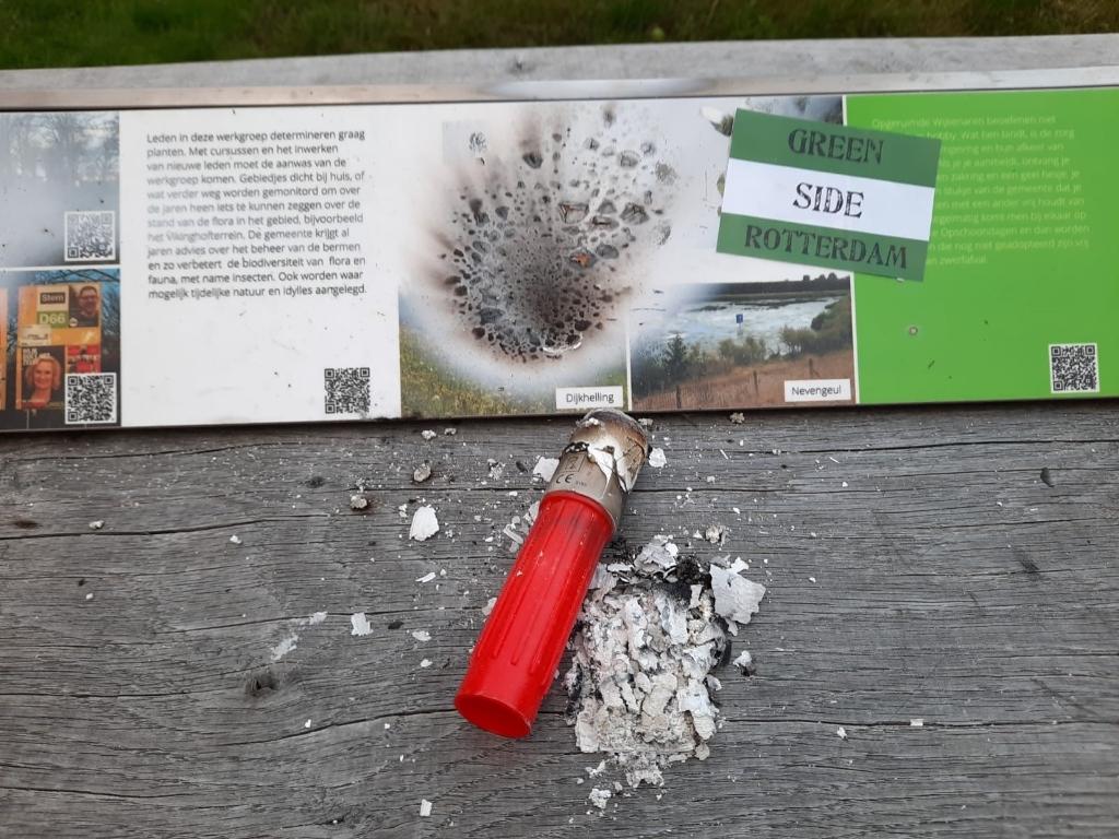 Informatiepaneel picknicktafel vernield bij de Heemtuin VNMW/IVN © BDU media