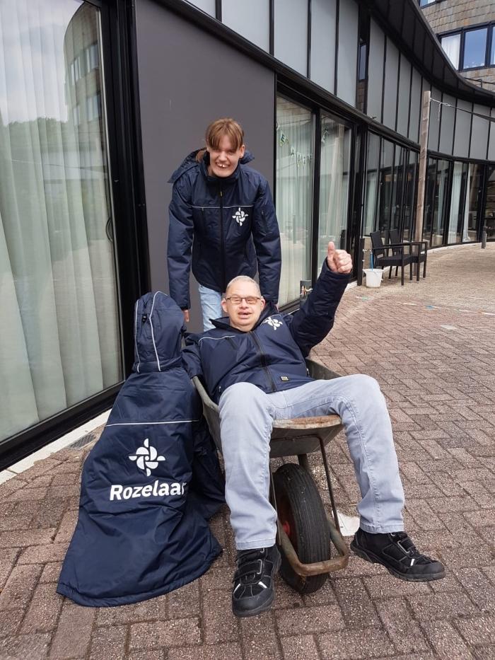 Nieuwe werkkleding dankzij Vrienden van de Rozelaar Rozelaar © BDU Media