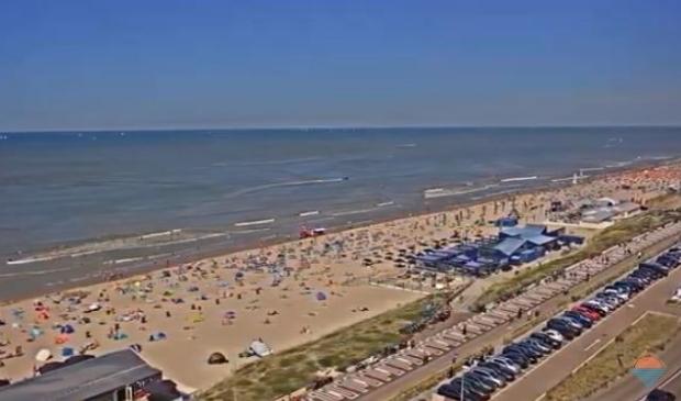 Het is momenteel behoorlijk druk op het Zandvoortse strand.