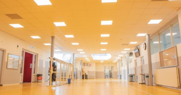 Nieuwe LED verlichting in de centrale hal van Mavo Doorn