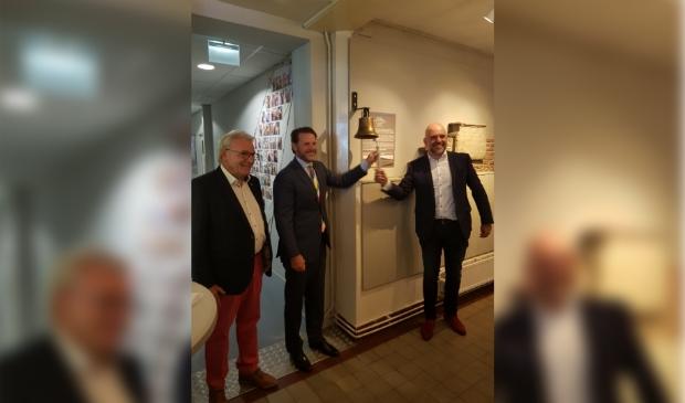 Met het luiden van de bel werd de tentoonstelling geopend. eigen foto © BDU