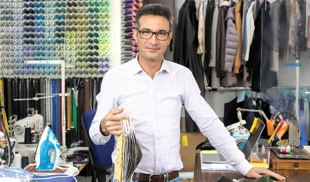 Farid Rezai verkoopt nu ook mondkapjes