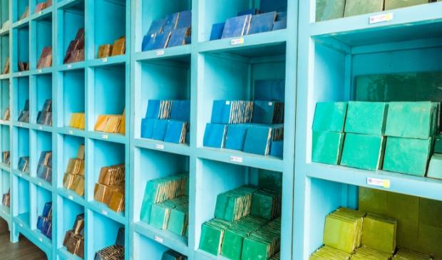 Handgemaakte zelliges zijn er in diverse kleuren.
