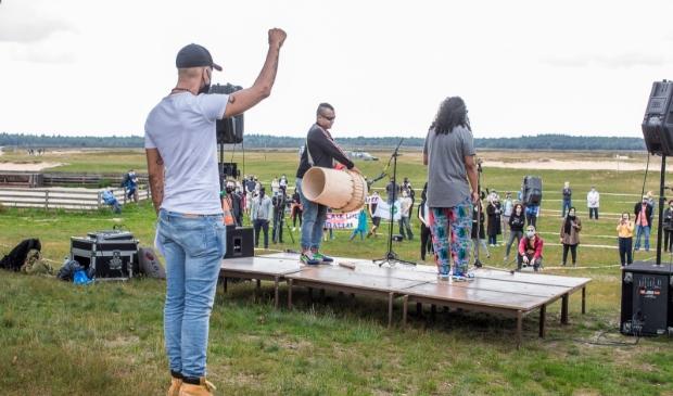 Beeld van de Black Lives Matter-demonstratie op de Ginkelse Heide op zaterdag 11 juli.