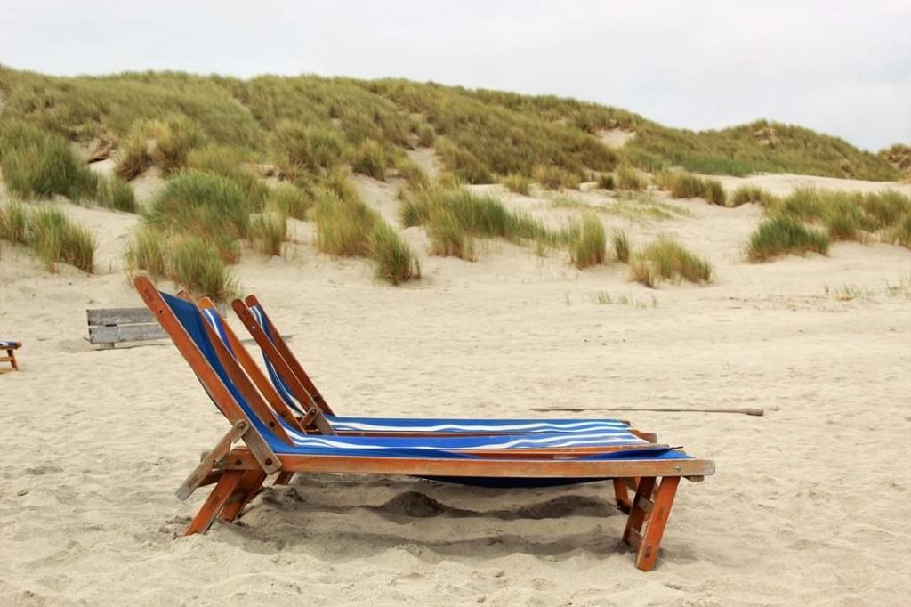 Op het strand op Terschelling. Niemand op de foto, omdat het immense strand helemaal leeg was.  Jolanda Hermsen © BDU Media