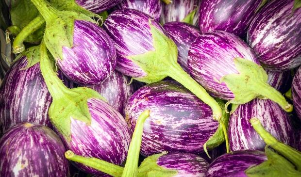 Van aubergines uit eigen (volks)tuin kan je lekker eten maken.