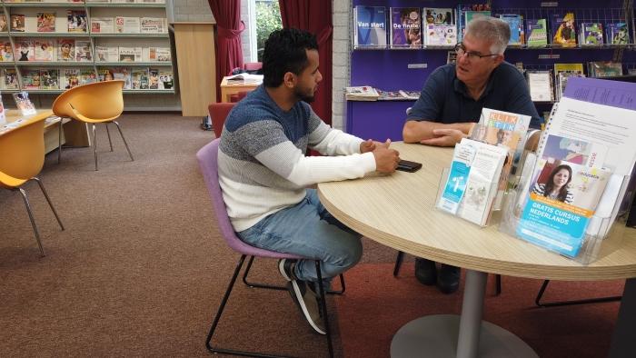 Taalvrijwilliger Lex de Graaf en zijn taalmaatje Yunes