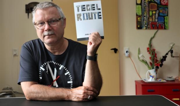 Juko de Vries, schrijver van de dichtbundel Tegelroute.