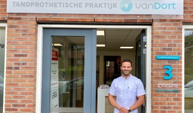 <p>Patrick van Dort van Tandprothetische praktijk Van Dort, Harderwijkerstraat 3, Putten | www.tppvandort.nl | 0341-231010</p>