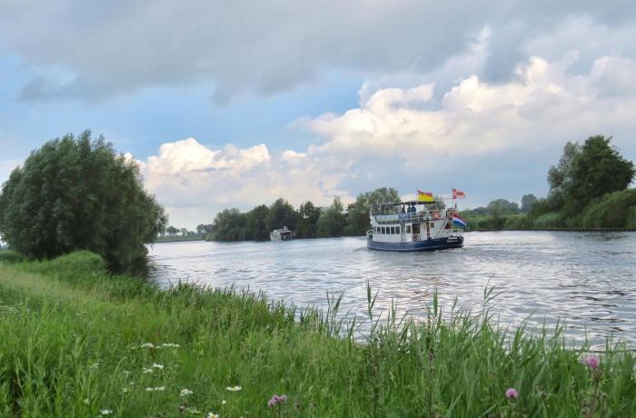 """""""de Eemlijn"""" op weg naar Soest/Baarn/Eemdijk/Huizen Onno Wijchers © BDU media"""