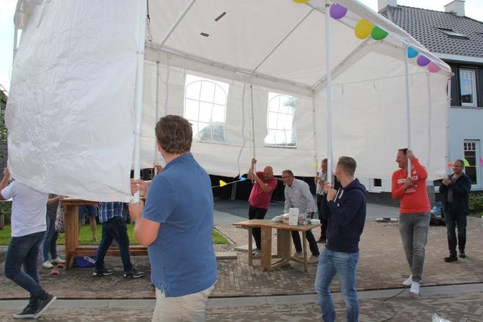 de tent moest even verplaatst worden Ingrid van Daatselaar © BDU media