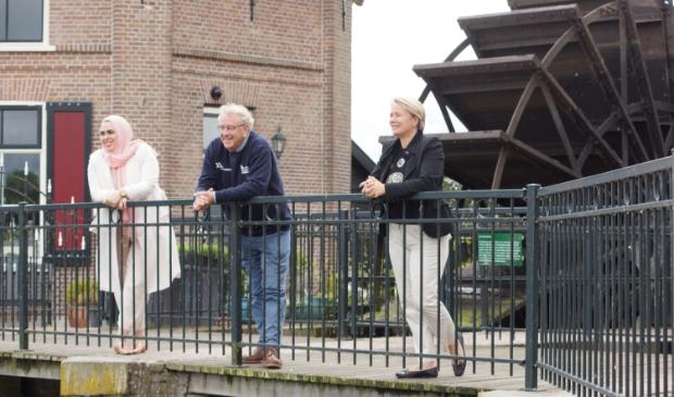 De wethouders bezochten onlangs het stoomgemaal voor een werkbezoek. Voorzitter Kees van Baak leidde hen rond.