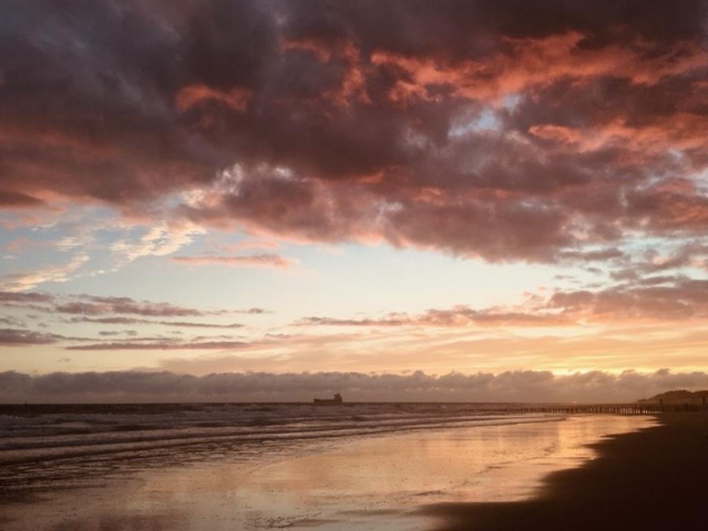 Avond op het strand van Zoutelande zomer 2020   Wim Colijn © BDU Media