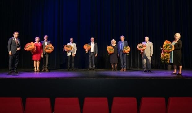 De eerste groep, met geheel links burgemeester Janssen.