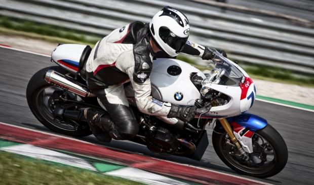 Dirk van Tricht uit Langbroek in actie op het TT-circuit van Assen