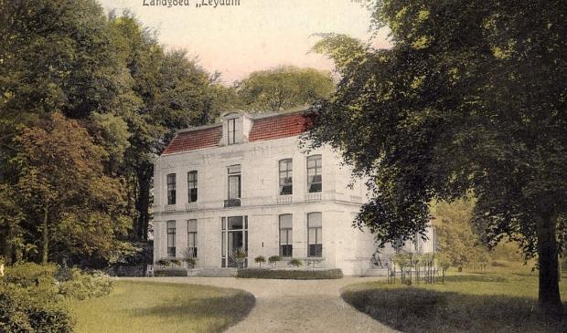 Huis Leyduin, gebouwd door Henrick Samuel van Lennep in 1874. Afgebroken door Piet Dorhout Mees in 1921.