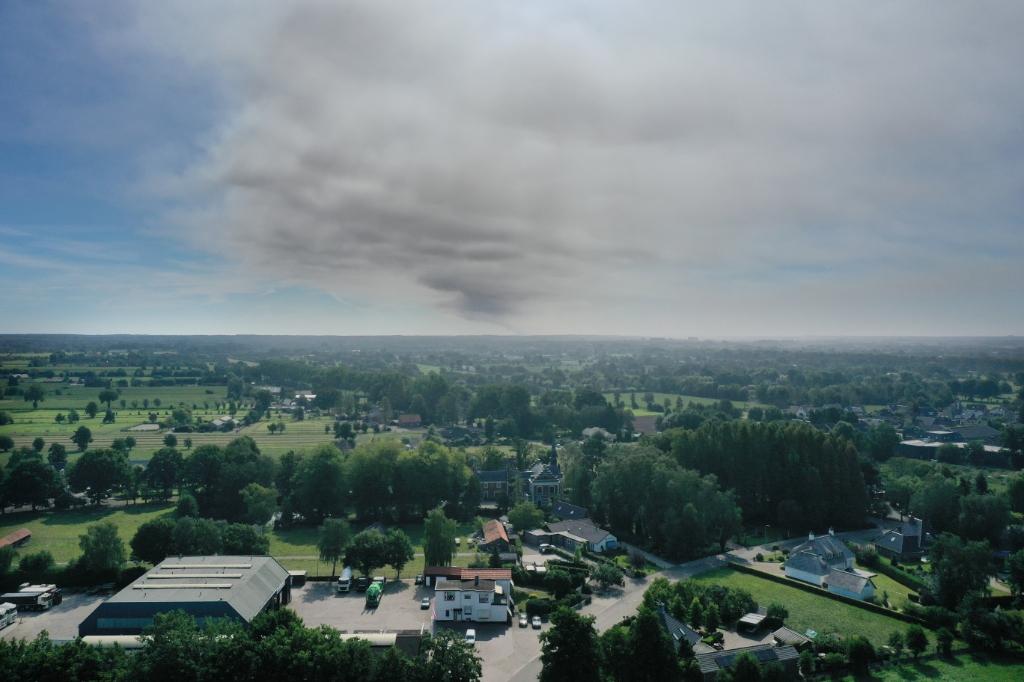De rookpluim trok ook over Ederveen vrijdagochtend. Kees Mouw © BDU media
