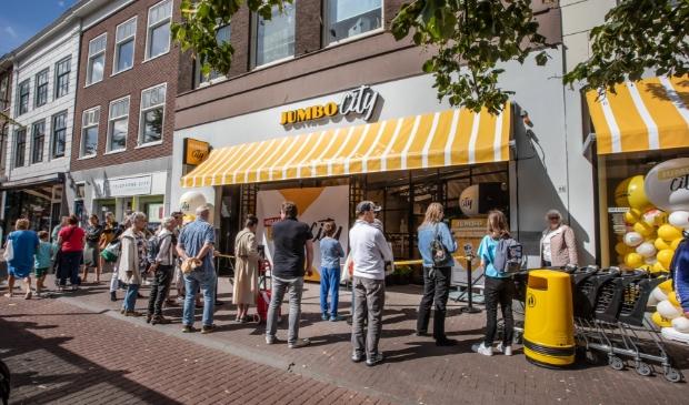 <p>De opening van de Jumbo City op 22 juli dit jaar aan de Oude Gedempte Gracht kon meteen op veel bekijks rekenen.</p>