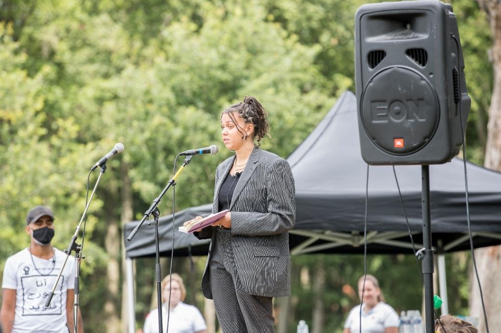 Demonstrante Tida tijdens haar speech. Ted Walker © BDU Media