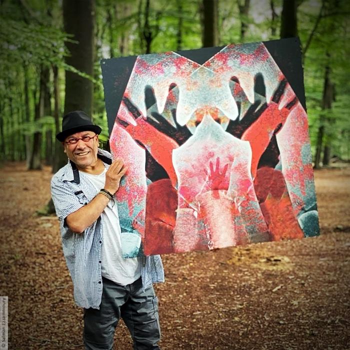 Kunstenaar met zijn nieuwe schilderij: Schreeuwen om Vrijheid